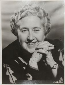 ORIGINAL PORTRAIT PHOTOGRAPH. SIGNED BY AGATHA CHRISTIE